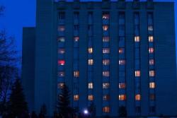 У Вінниці студенти створили на гуртожитку світловий герб України (Відео)