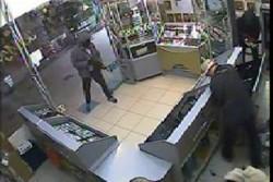 На Вінниччині троє озброєних чоловіків напали на ювелірну крамницю (Фото)
