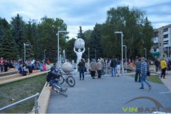 Вінничани облюбували новий фонтан на проспекті Космонавтів (Фото)