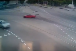 Запис з камер спостереження жахливої ДТП на площі Гагаріна (Відео)