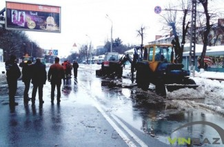 У Вінниці колапс через прорив труби - підтоплені будинки, зупинка трамваїв та перекрита траса (Фото+Відео)