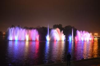 Відкриття фонтану Рошен 2017: ONUKA і Мірзоян влаштували шоу у Вінниці (Фото+Відео)