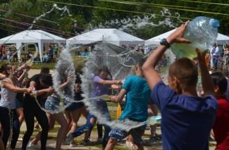 У Вінниці на Купальському пікніку влаштували водну битву (Фото+Відео)