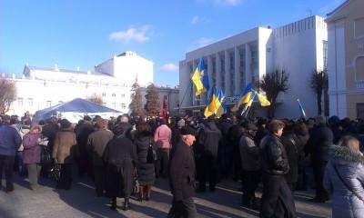 Вінничани на площі Театральній зібралися на акцію протесту