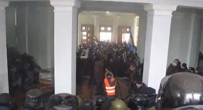 Штурм Вінницької обласної державної адміністрації. Що відбувалося в середині (Відео)