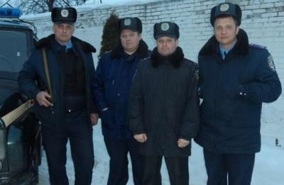 Міліціонери розшукали двох чоловіків, які заблукали у лісі