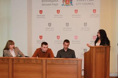 Вінницька молодь влаштувала публічні обговорення щодо ситуації в країні