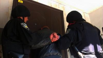 """Міліціонери """"на гарячому"""" затримали квартирних крадіїв"""