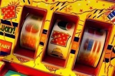 Сколько денежных призов можно получить под Новый год, играя в азартные игры?