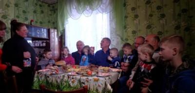 На Вінниччині волонтери придбали будинок бійцю АТО, в якого 9 дітей (Фото+Відео)