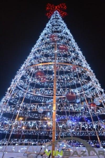 У Вінниці обікрали нову новорічну ялинку