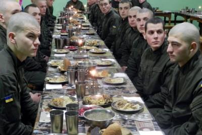 Калинівські нацгвардійці зустріли Святий вечір з солдатською кутею (Фото)
