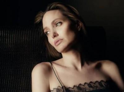 Анджелина Джоли посвятила рекламу Guerlain своей маме