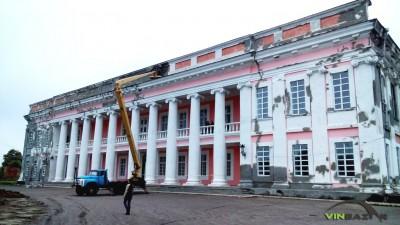 Палац Потоцьких у Тульчині ремонтують до великого оперного фестивалю (Фото+Відео)