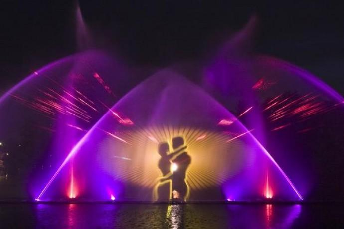 Коли заплановано закриття фонтану  Roshen у 2013 році?