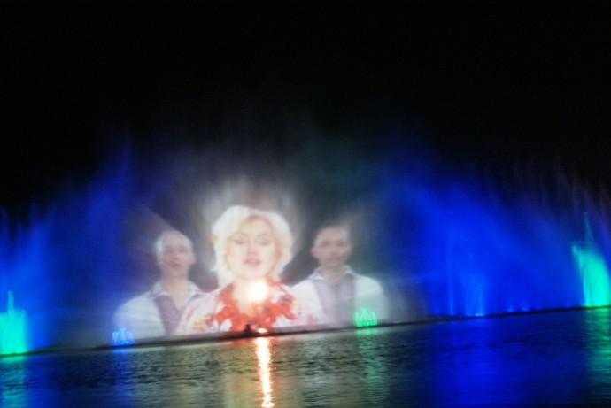На фонтані Roshen презентували нову українську шоу-програму (Відео)