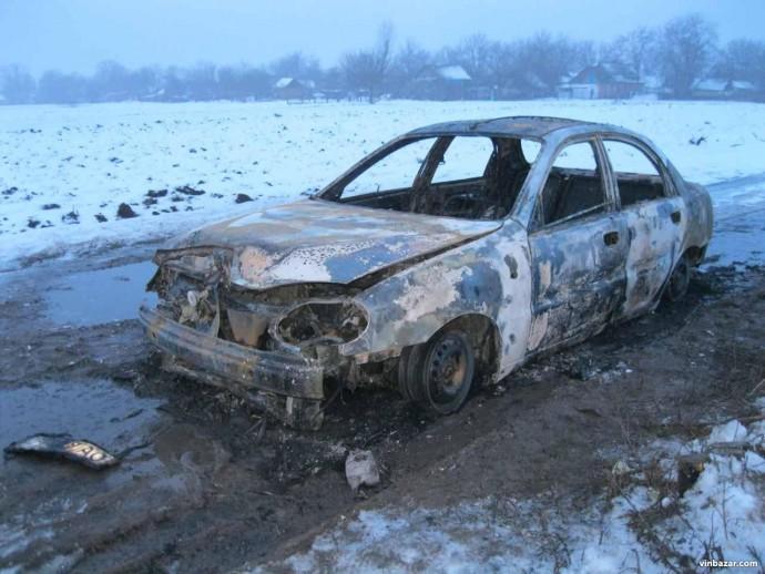 На Вінниччині у автомобілі згорів чоловік (Фото)