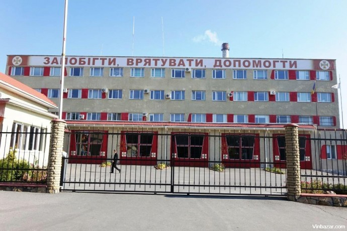 У Вінниці рятувальники визволяли з квартири 84-річну жінку