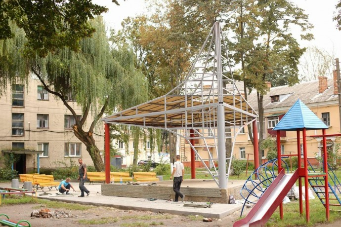 На Тяжилові будують літній театр (Фото)
