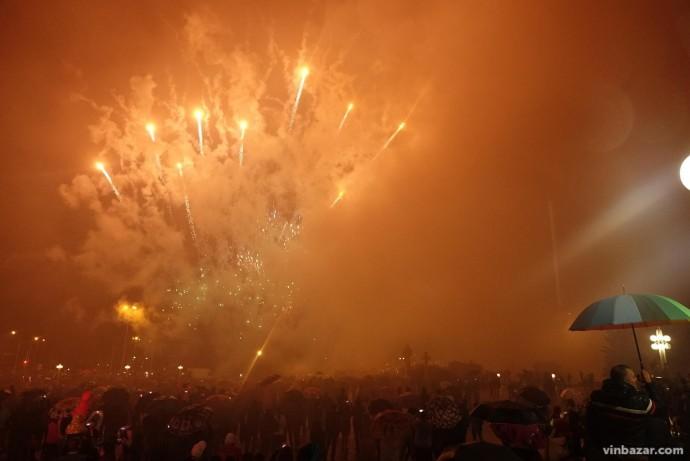 Запуск святкового феєрверку на завершення Дня міста Вінниці 2018 (Відео)