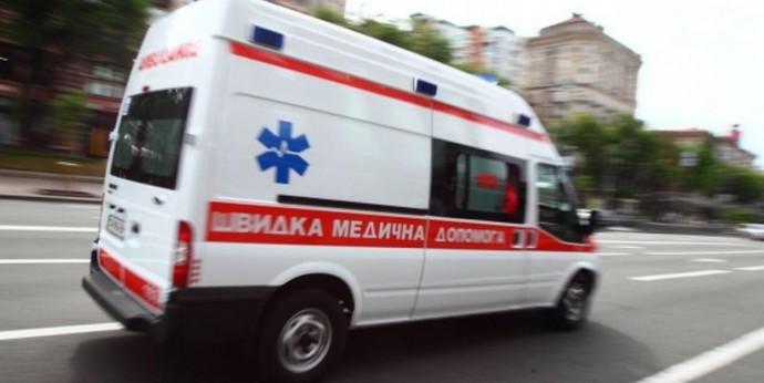 У Вінниці під час збору горіхів травмувався чоловік