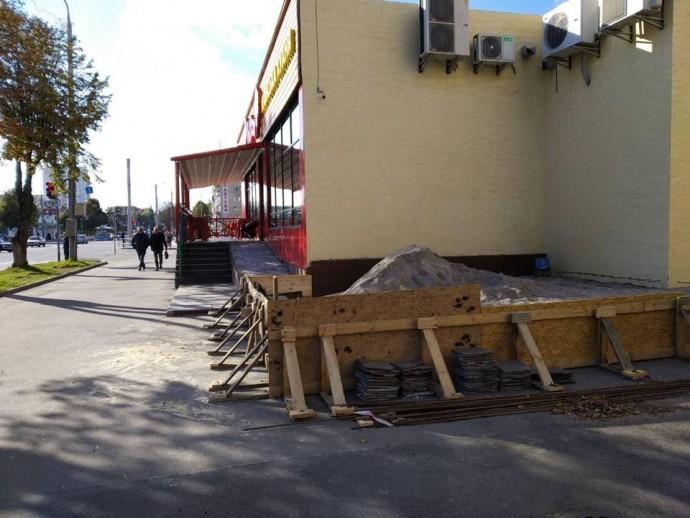 У Вінниці за порушення благоустрою оштрафували власницю піцерії