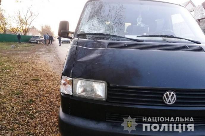На Вінниччині 11-річна дівчинка потрапила під колеса мікроавтобуса (Фото)
