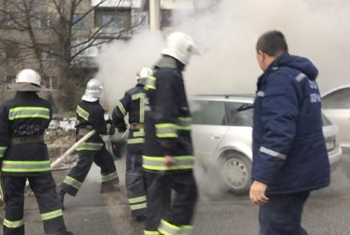 У Вінниці на стоянці загорілося авто (Фото+Відео)