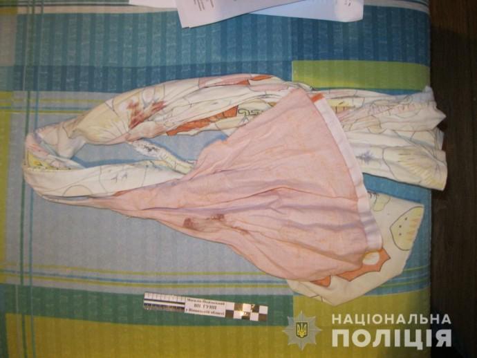 На Вінниччині злочинець зв`язав та пограбував жінку. З кривдником потерпіла познайомилась в соцмережі (Фото)