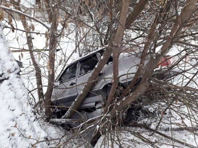 У Жмеринці двоє чоловіків викрали автомобіль та потрапили на ньому в ДТП (Фото)