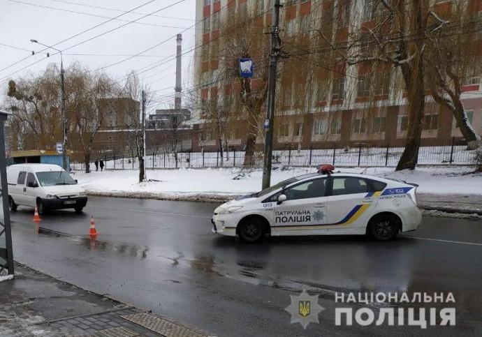 На Вінниччині двоє людей потрапили під колеса авто