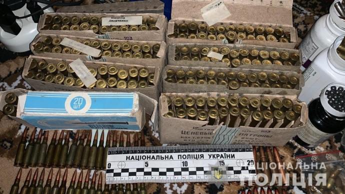 На Вінниччині у будинку чоловіка виявили арсенал зброї та запас конопель (Фото+Відео)