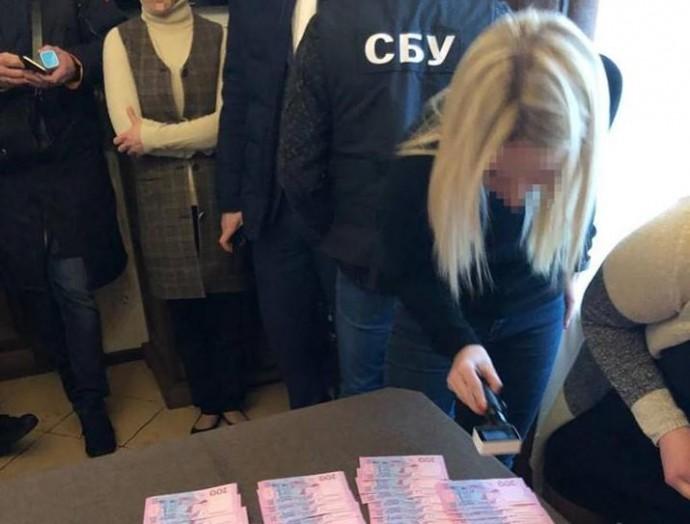 На Вінниччині СБУ затримала на хабарі керівника районного підрозділу Держгеокадастру (Фото)