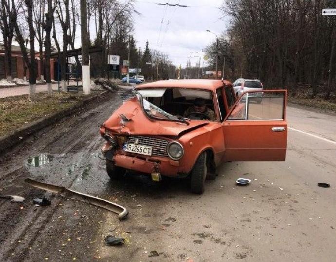 На Зулінського ВАЗ протаранив припаркований Fiat (Фото)