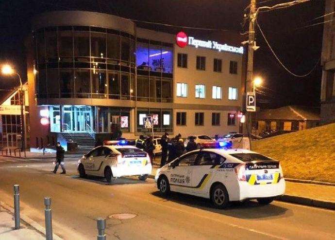 У центрі Вінниці молодики побили велосипедиста, а перехожим погрожували пістолетом (Фото)