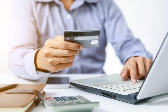 Які переваги термінового і безвідмовного кредиту онлайн на карту в Україні