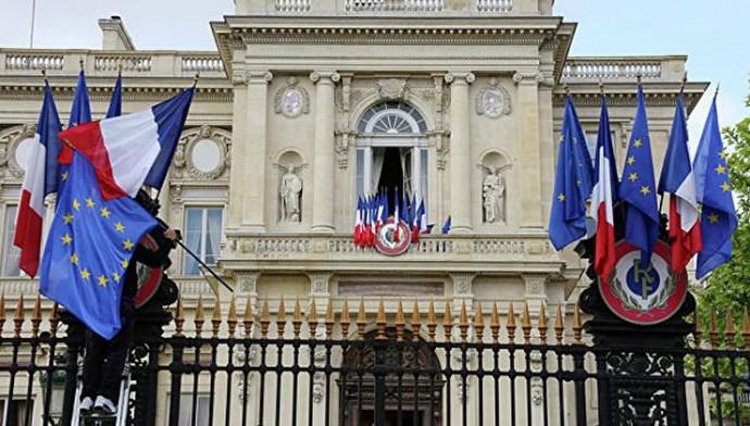 МИД Франции заплатит почти полмиллиона евро штрафа за низкое количество женщин на важных должностях