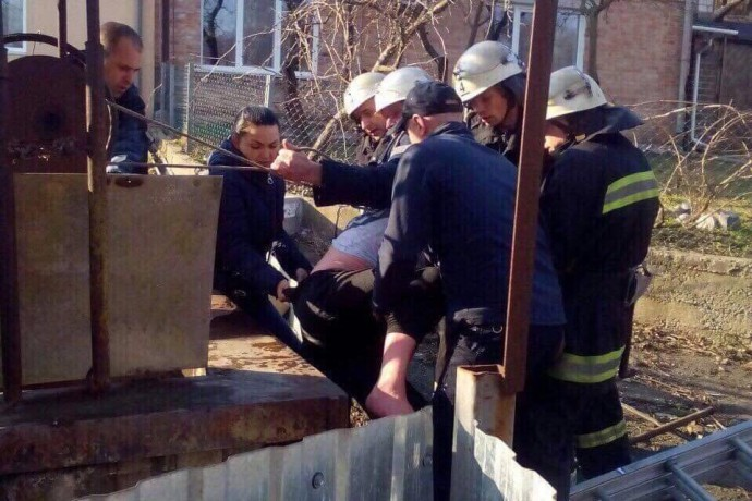 У Вінниці жінка провалилась до колодязя (Фото)