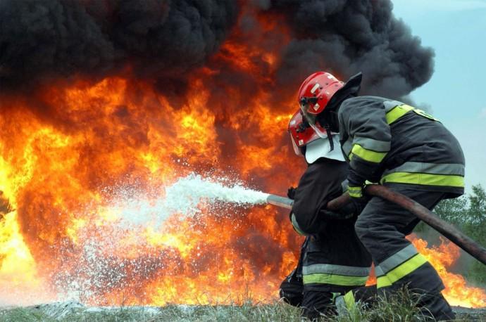 На Одещині ймовірний вбивця заважав гасити пожежу, в якій спалив труп