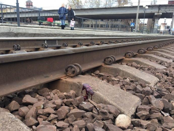 У Вінниці під колесами потягу опинилась дівчина