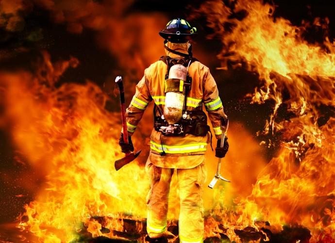 На Вінниччині вогонь знищив дах будинку