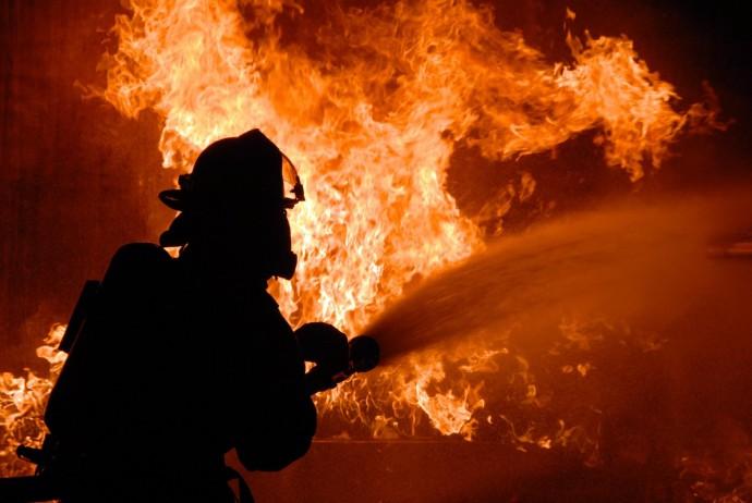 На Вінниччині вогонь охопив приватний будинок
