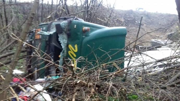 На Вінниччині перекинувся бензовоз. Стався витік пального з цистерни (Фото)