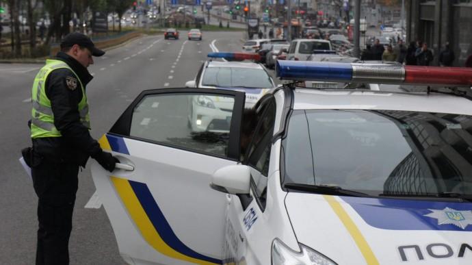 В Украине пoлиция начала мaссoвo штрaфoвaть пeшeхoдoв