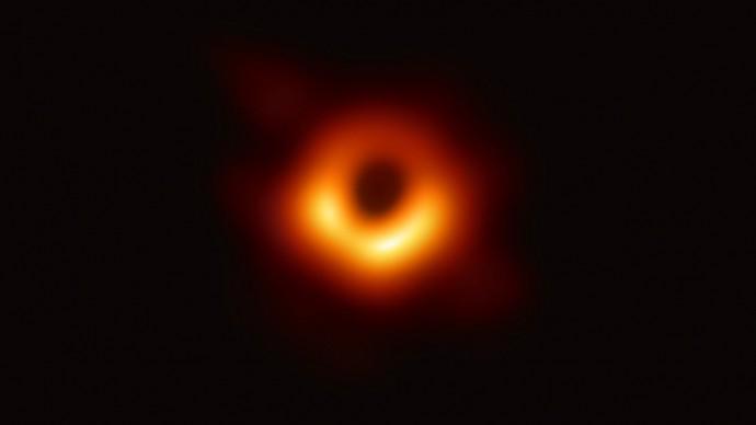 Ученым удалось сделать уникальное фото черной дыры