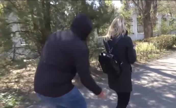 У Вінниці сталися напади на жінок. Невідомий полює з голкою (Відео)