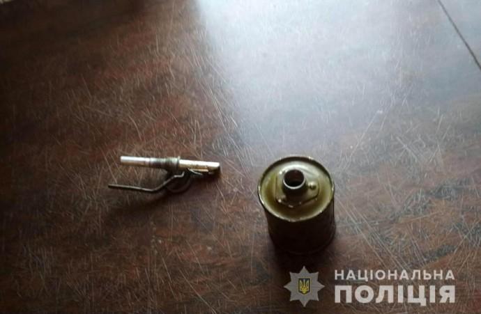На Вінниччині грузин сховав гранату в дитячу іграшку, коли до нього прийшли з обшуком