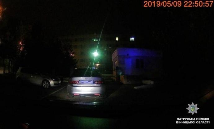 У Вінниці п'яний водій їхав вночі з вимкненими фарами та тікав від поліції
