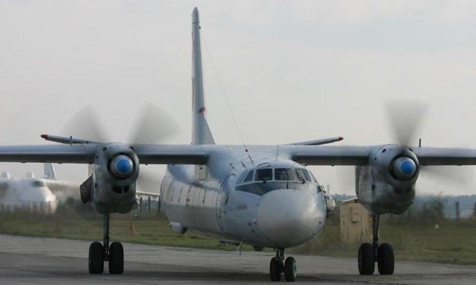 Для вінницької авіабригади штурманський Ан-26 переобладнали на вантажний (Фото)