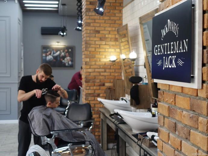 """Барбершопи у Вінниці: як працюють міські """"салони краси"""" для чоловіків (Фото)"""